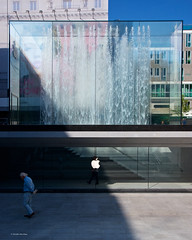 IMGP5670 Waiting and walking (Claudio e Lucia Images around the world) Tags: milano applestore piazzadelliberty apple store liberty man walk waiting water fountain crystal shop jobs stevejobs milanoapplestore newstore applemilano pentax pentaxk3ii sigma sigma1020 pentaxart sigmaart sunday oldman walking