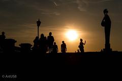 Sunset Selfies (ARTUS8) Tags: flickr skulptur menschen kunst nikon28300mmf3556 nikond800 personen sonnenuntergang person people