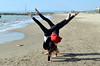 Doppiavvù (Il cantore) Tags: ragazze girls due two spiaggia shore beach mare sea acqua water cielo sky azzurro blue sabbia sand esercizio exercise ginnastica gym acrobazia acrobatics capovolto upsidedown gambe legs