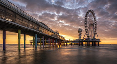 Sunset at the pier, Scheveningen (reinaroundtheglobe) Tags: scheveningen piervanscheveningen pier jetty netherlands holland seascape ocean longexposure sunset dutch ferriswheel clouds nopeople