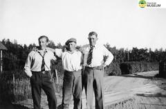 tm_4810 - Beredskapstiden 1942-1943 (Tidaholms Museum) Tags: svartvit positiv gruppfoto människor beredskap 1942