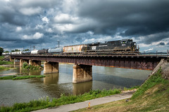 The 1073 near Dayton (Wheelnrail) Tags: pc penn central ns norfolk southern 1073 heritage unit dayton ohio district train trains emd sd70ace locomotive ns169 clouds thunderstorms river miami bridge