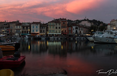 Port de Cassis. (Tommaso Davite) Tags: cassis france francia canon eos 77d canon77d reflex digitalcamera macchinafotografica case houses casa house color tramonto sunset fotografia fotografo foto fotografica photography photographer photo photograph sun sky cielo sole nuvole nuvola clouds cloud acqua water mare sea barche boat barca boats reflection reflections long exposure lunga esposizione porto port provence alpes cote dazure calanques