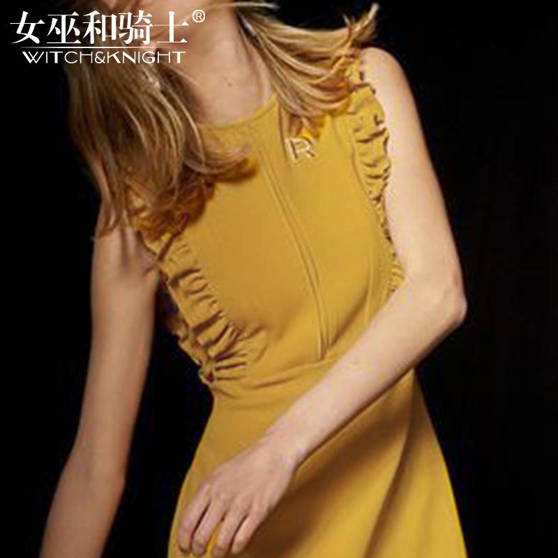Skirt summer girl 2018 new European station, little fragrant wind, fashion style, shoulders, sleeveless yellow dress.
