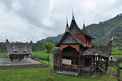 Pagaruyung - Side buildings of Pagaruyung Palace (Drriss & Marrionn) Tags: travel sumatra asia outdoor pagaruyung building buildings architecture housing traditionalarchitecture pagarayungpalace streetviews streetlife southeastasia grass mountains sky trees indonesia palace