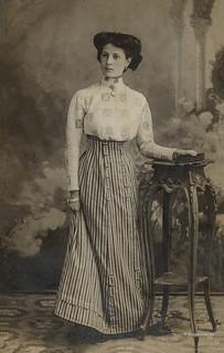 Ascoli com'era: una posa per una signora di gran classe (191?)