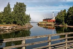 Suomenlinna (Lucille-bs) Tags: europe finlande suomenlinna ponton architecture île cielbleu eau baltique mer cheminée