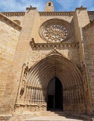P61405532 (simonrwilkinson) Tags: valderrobres matarraña teruel aragon spain church santamaríalamayor portal doorway rosewindow