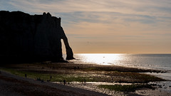 See The Lights (sdupimages) Tags: plage beach couchédesoleil silhouette shadow sunset mer sea falaise rock coast light seascape landscape arche arch paysage