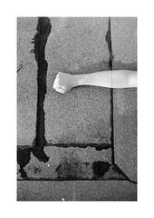 (Dennis Schnieber) Tags: 35mm kleinbild analog bw black white schwarzweis film chm 400 rodinal 501 homedeveloped fujica st801 fujinon 50 14 neukölln berlin roof arm