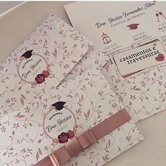 #tbt recente da formatura 🎓da Jessica! Convite fofo com flores 😍 📍convite modelo 32p 📍personalizamos para sua festa 📍de SP para todo o Brasil 🎁encomende pelo site casamentosetravessura (casamentosetravessuras) Tags: instagram facebookpost lembrancinhas personalizadas