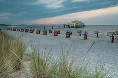 Seebrücke_Timmendorfer Strand (tenbike (www.jb-fotofreund.de)) Tags: mikado seebrücke timmendorferstrand jürgenbrunck httpwwwjbfotofreundde ostsee meer strand wolken restauraant schleswigholstein sonnenaufgang