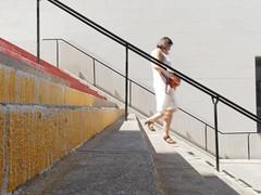 En mouvement (Yo Gui) Tags: escalier passante mouvement marche