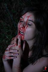 Horror en la Noche. (Carlos Velayos) Tags: retrato portrait mujer woman chica girl nocturna nightly noche night horror miedo fear terror zombi zombie sangre blood gore strobist vampiro vapire vampira