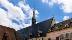 """Vue depuis la rue de la grande """"salle des pôvres"""" (Françoise et Gérard) Tags: bourgogne burgundy beaune hospices hospicesdebeaune guygonedesalins"""