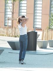 DSCF8179 (Benoit Vellieux) Tags: lyon teenager adolescente détendue relaxed entspannt ruefélixrollet 3èmearrondissement 3rddistrict parcduzénith zenithpark queuedecheval pferdeschwanz ponytail candidshot snapschuss instantané snapshot