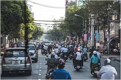 2000-312-MOTOS, CAOS Y POLUCIÓN  EN  HUE - (--MARCO POLO--) Tags: motos tráfico curiosidades ciudades calles