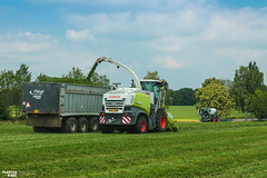 Grass Silage and Slurry Injection | CLAAS // FLIEGL // SGT // BOMECH (martin_king.photo) Tags: springwork springwork2018 silage silage2018 inaction action first today outdoor claasworldwide machine sky martin king photo agriculture machinery machines tschechische republik powerfull power dynastyphotography lukaskralphotocz agricultural great day czechrepublic fans work place tschechischerepublik martinkingphoto welovefarming working modern landwirtschaft colorful colors blue photogoraphy photographer canon tractor love farming daily onwheels farm skyline claasfans worker claasjaguar header claaspickup field green red wide huge strong new digital eos colours flickr contrast bomech sgtgulletechnik slurry newholland fliegl