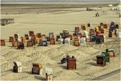 Beach chair free (Heinze Detlef) Tags: borkum strand strandkörbe sand menschen insel sonne hügel