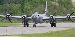 A98I2767 (CdnAvSpotter) Tags: fifi b29 superfortress boeing airplane aviation warbird vintage wings gatineau airport cynd ynd canada ottawa commemorative air force caf airpowertour marshallers ground crew bomber