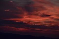 DSC_7593 (griecocathy) Tags: paysage coucher soleil ciel nuage montagne noir violine rouge oranger gris
