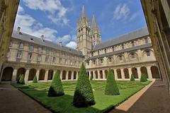 Abbaye aux Hommes - Caen (hervétherry) Tags: france normandie bassenormandie calvados caen canon eos 7d efs 1022 abbaye hommes cloitre clocher mairie hotel ville