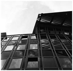 ZigZag (Claudio Taras) Tags: claudio contrasto taras trier europa halle bw bokeh biancoenero monocromo monochrom street shadow streetshot film filmisnotdead finestre standdevelopment mediumformat 6x6 vintage 150mm zeiss architettura windows composition zigzag linee geometrico cielo grattacielo