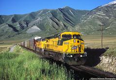 Auto Train at Lake Point (jamesbelmont) Tags: oquirrhmountains chicagonorthwestern unionpacific anpla lakepoint erda utah ge c449w emd sd9043mac lynndylsub