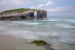 Playa de las Catedrales (miratumismo) Tags: 2018 fujixe2 fujinon2728 galicia filtrond8 largaexposición playadelascatedrales longexposure mar playa paisaje landscape arena roca