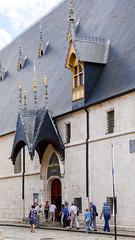 L'entrée des hospices. (Françoise et Gérard) Tags: bourgogne burgundy beaune hospices hospicesdebeaune guygonedesalins