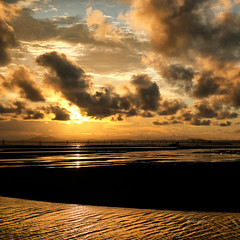 Gold view (Robyn Hooz) Tags: indonesia belitung gold oro tramonto view vista orizzonte cielo sky mare lagoon laguna