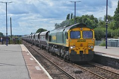 Scunny Coal In (JohnGreyTurner) Tags: br rail uk railway train transport diesel engine locomotive barnetby lincs lincolnshire station fl freightliner freight coal hoppers 66 class66 shed