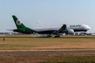 Boeing 777-300ER EVA Air Landing at Amsterdam Schiphol July 2018 (3)