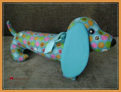 044 (Joanninha by Chris) Tags: pesodeporta cachorrinho dog handmade artesanato feitoamao bordado tecido aplicaçaodetecidos