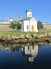 a chapel and its reflection (VERUSHKA4) Tags: canon europe russia arkhangelskyregion solovetsky island chapel church kirchen reflection whitesea wetreflection summer day summertime july vue view fortress wall door window dome village monastery religion rock stone quai