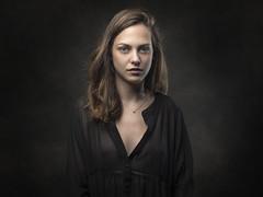 Chloé (Pierre Beteille) Tags: portrait model beauty eyes look regard modèle studio color couleur toulouse