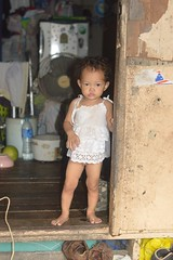 toddler in a doorway (the foreign photographer - ฝรั่งถ่) Tags: oct42015nikon toddler girl child shoes khlong thanon thailand bangkok bangkhen nikon d3200