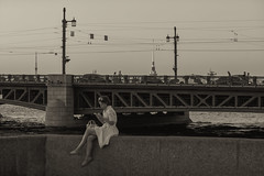 Charming apparition - Прелестное видение (Valery Parshin) Tags: russia saintpetersburg canoneos70d mczenitarc1250s girl bridge evening stpetersburg monochrome blackandwhite