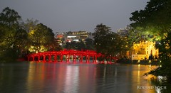 Hanoi (Rolandito.) Tags: south east asia southeast vietnam hsnoi lske red brigle pagoda pagode dusk twilight light lights illumination hoan kiem see