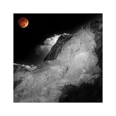 Everest at 17 600 (posterboy2007) Tags: nepal sony rx100m3 mteverest eclipse moon lunareclipse bloodmoon artisticlicense kitsch monochrome red