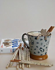 2018 Sydney: Coffee + Pocky (dominotic) Tags: 2018 food coffee confectionery biscuit cookiesandcreampockys catcup catspoon japanesebiscuit pockysticks yᑌᗰᗰy sydney australia