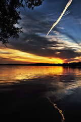 Con Trail over Water (Bob's Digital Eye) Tags: bobsdigitaleye canon canonefs1855mmf3556isll clouds dusk flicker flickr july2018 laquintaessenza lake lakesunsets lakescape silhouette sky skyscape sun sunset sunsetsoverwater t3i water