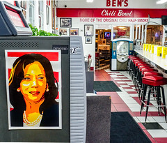 2018.07.25 Kamala Harris at Ben's Chili Bowl, Washington, DC USA 05269