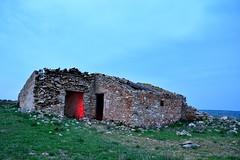 EN RUINA (alfredo2057) Tags: alfredo azul senderismo nublado paredes largaexposicion noche nikon luz navarra nocturna pueblo monte cielo niebla rojo campo casa