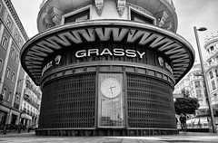 Edificio Grassy (una cierta mirada) Tags: grassy edificiograssy granvía madrid architecture bnw blackandwhite street people windows watch eladiolaredo laredo arquitecto