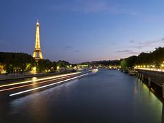 Eiffel Tower in the blue hour (kalakeli) Tags: seine riverseine flüsse rivers paris france 2018 juli july bluehour blauestunde langzeitbelichtung longexposure nightshots nachtaufnahmen eiffelturm eiffeltower wasser water 30secs
