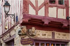 Vannes et sa femme ... (miriam ulivi) Tags: miriamulivi nikond7200 france bretagne bretagna vannes scultura sculpture halftimberedhouse casaagraticcio lampione streetlamp vannesetsafemme