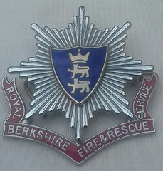 Royal Berkshire Fire and Rescue Service Cap Badge 1985-On (Lesopc) Tags: royal berkshire fire rescue brigade service cap badge uk 1985 1986 1987 1988 1989 1990 1991 1992 1993 1994 1995 1996 1997 1998 1999 2000 2001 2002 2003 2004 2005 2006 2007 2008 2009 2010 2011 2012 2013 2014 2015 2016 2017 2018