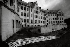 Old building (steffos1986) Tags: nature landscape landschaft afsnikkor18105vr nikond5500 building abandoned dark night norway norge norwegen noruega luster europe scandinavia countryside outdoor outside light shadows blackandwhite blackwhite monochrome exposure expression explore hike art fineart nikon view scenic scenery scene