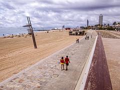 2557  Playas de Barcelona (Ricard Gabarrús) Tags: playa platja mar agua arena sorra paseo nubes cloud ricardgabarrus ricgaba olympus